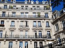 So many pretty buildings in Paris Can you imagine livinghellip