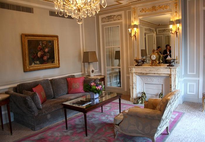 A Carrie Bradshaw Moment At H 244 Tel Plaza Ath 233 N 233 E Paris