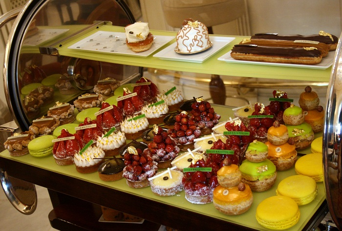Le Bristol Paris cake trolley