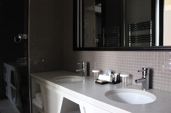 La Clef Tour Eiffel Paris bathroom