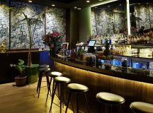 How stunning is the cocktail bar hermososmaltidos hoteltotem! We hadhellip